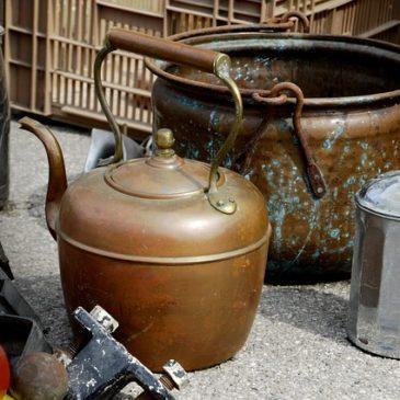 régi teáskanna, megörökölt réz edény, háztartási tárgyak