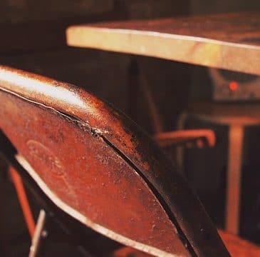 régi szék és asztal hagyatékból, örökségből
